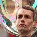 Romain Laurent - Something Real. Człowiek zamknięty w bańce mydlanej