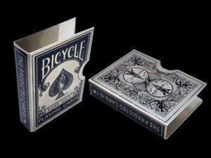 Stalowa osłonka na talię kart z przepowiednią