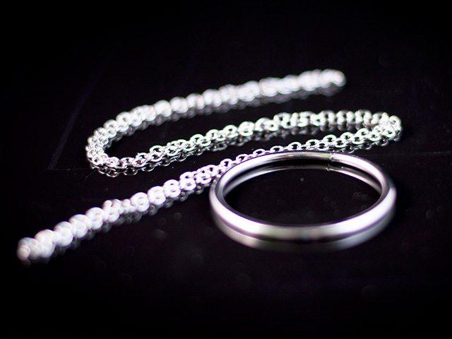 pierścień na łańcuszku - sztuczka magiczna