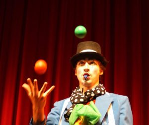 Zabawka - cyrkowe show - Spektakl @ gok Słupno |  |  |